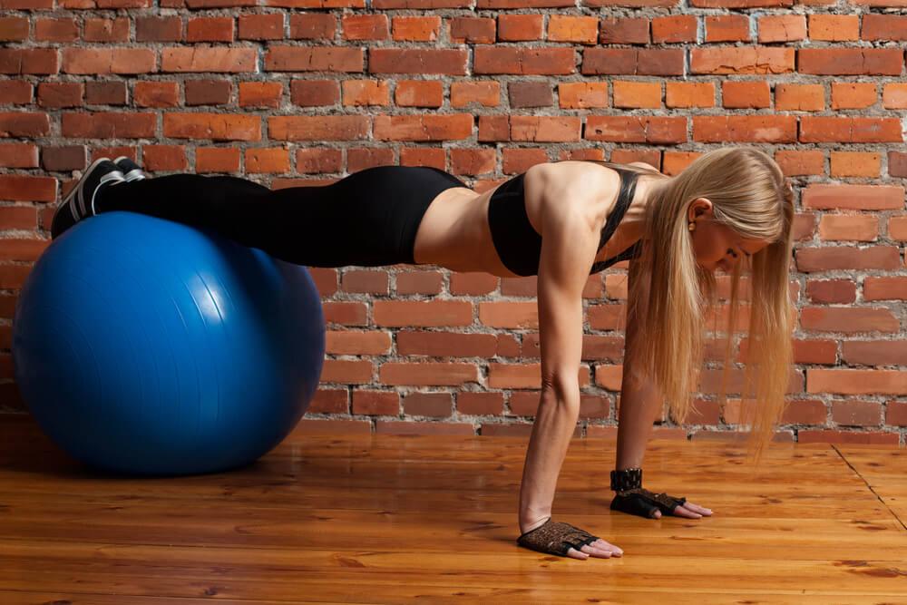 ασκήσεις με μπάλα push ups