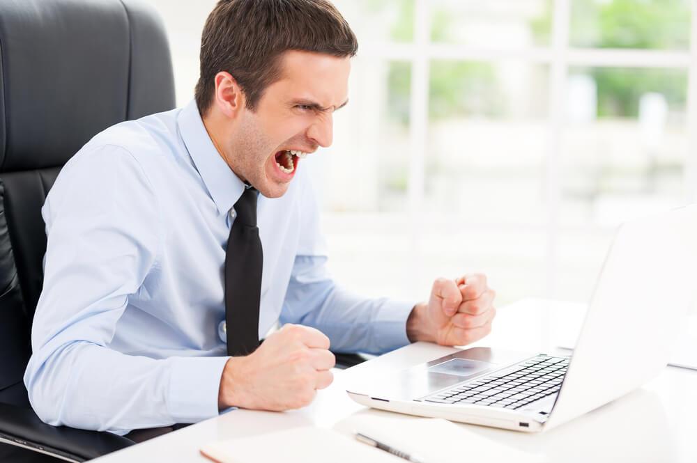 Νευρικός άντρας: Tips να ελέγξετε τον θυμό σας