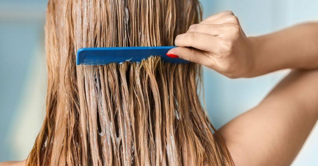 Μάσκα μαλλιών; Apivita με υαλουρονικό οξύ και αλόη